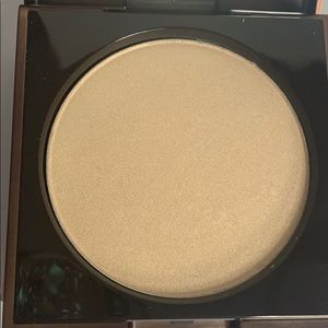 Makeup - BNIB  Flesh highlight powder